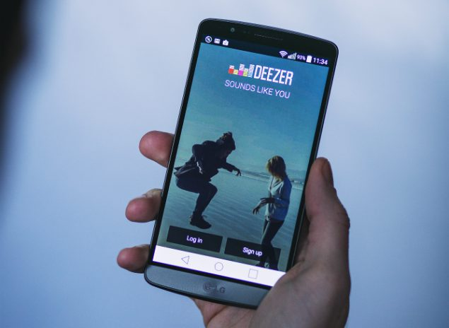 Image showing the login page for the music subscription app Deezer